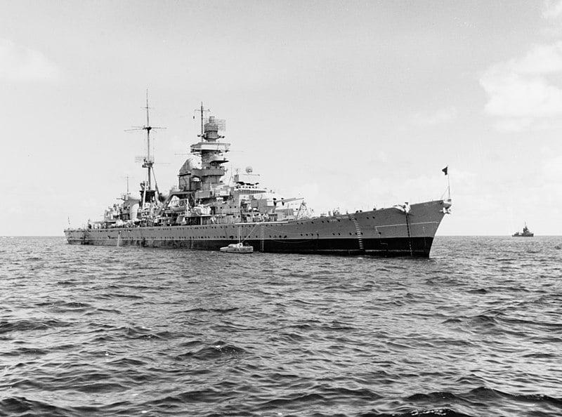 Тяжёлый крейсер «Принц Ойген» перед атомными испытаниями на атолле Бикини. 1946 г. Орудия носовой башни ГК демонтированы.