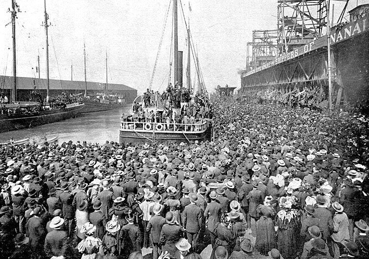 Корабль «Эксельсиор» прибывший из Клондайка с золотом