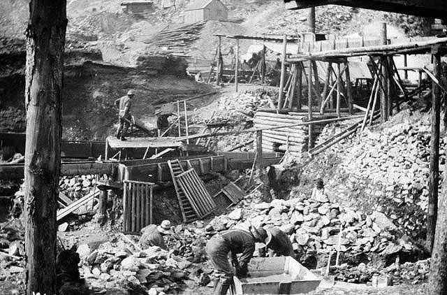 Золотая лихорадка. Обычный лагерь золотодобытчиков.