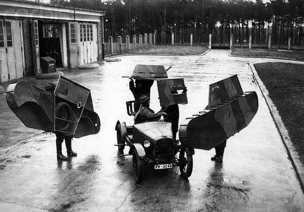 Деревянные макеты изображали танки на маневрах рейхсвера