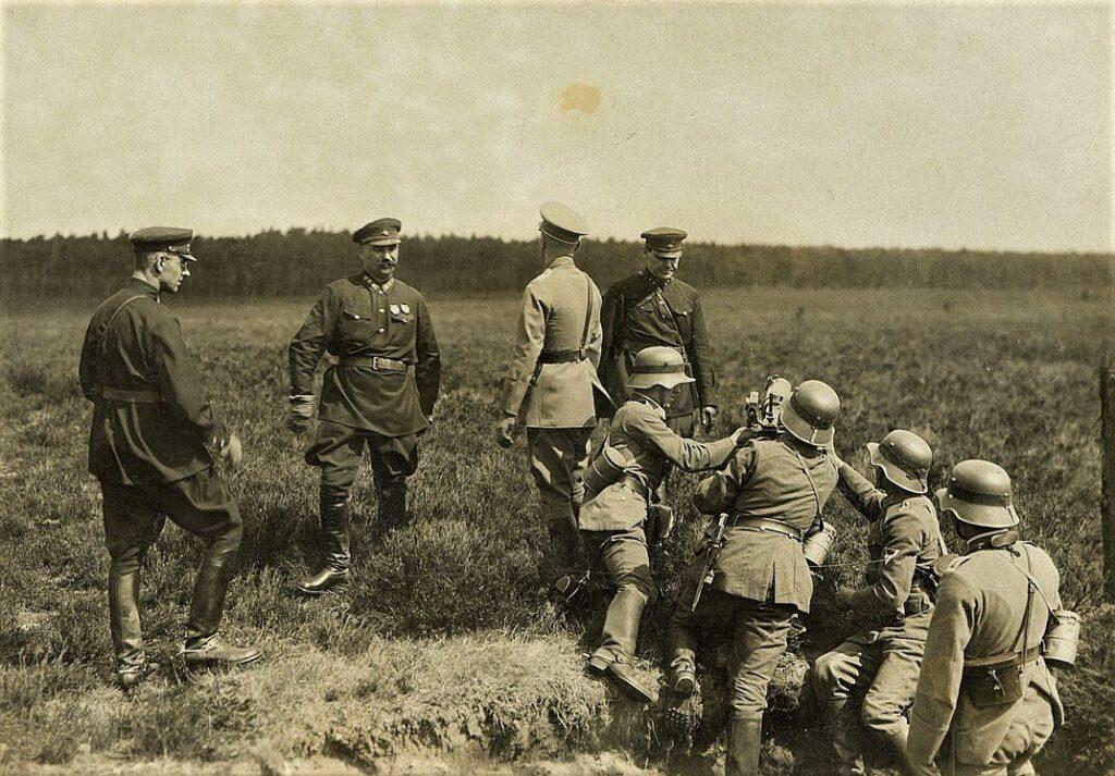 Военные упражнения советских и немецких солдат