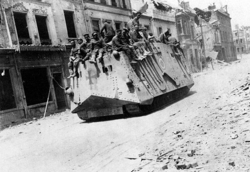 Немецкий танк в городе Руа (Сомма), 21 марта 1918 года