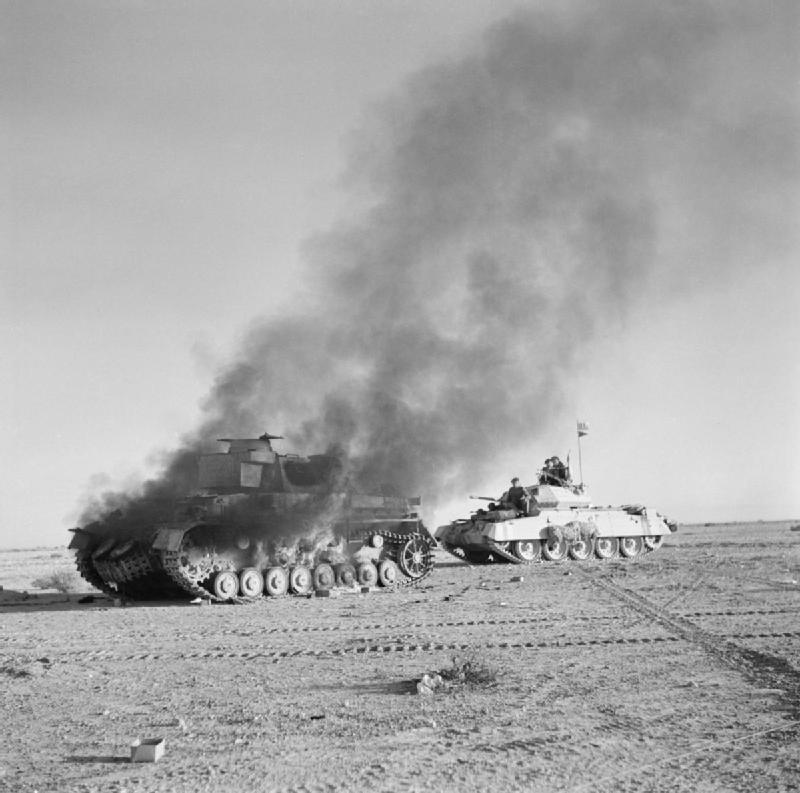Танковое сражение между британцами и немцами в пустыне возле города Тобрук, 27 ноября 1941 года.