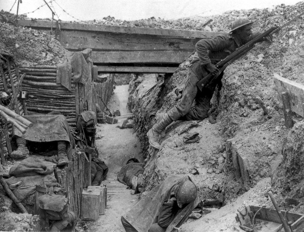 Британские окопы рядом с дорогой Альбер-Бапомом при Oвилье-ла-Буассель, июль 1916, битва на Сомме. Солдаты роты A, 11-й батальон, Чеширский полк