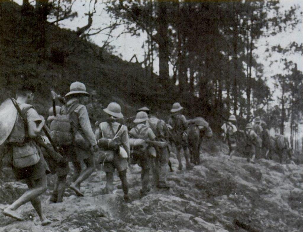 Французские колониальные войска, отступающие к китайской границе во время переворота в Японии в марте 1945 г.Википедия  site:tftwiki.ru