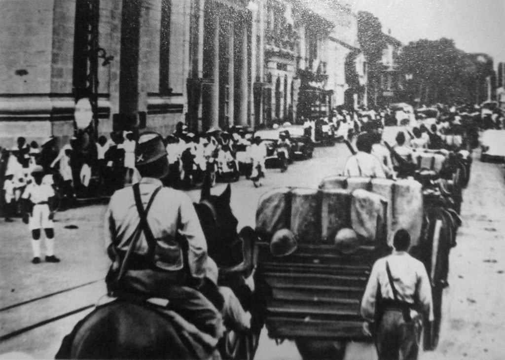 Японские войска входят в Сайгон